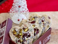Raw cranberry and pistachios white chocolate fudge
