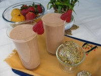 Break fast smoothie with hemp and sicilian pistachio cookies from Bronte