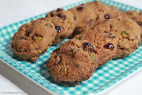 Chocolate chip cookies with cranberry & pistachio