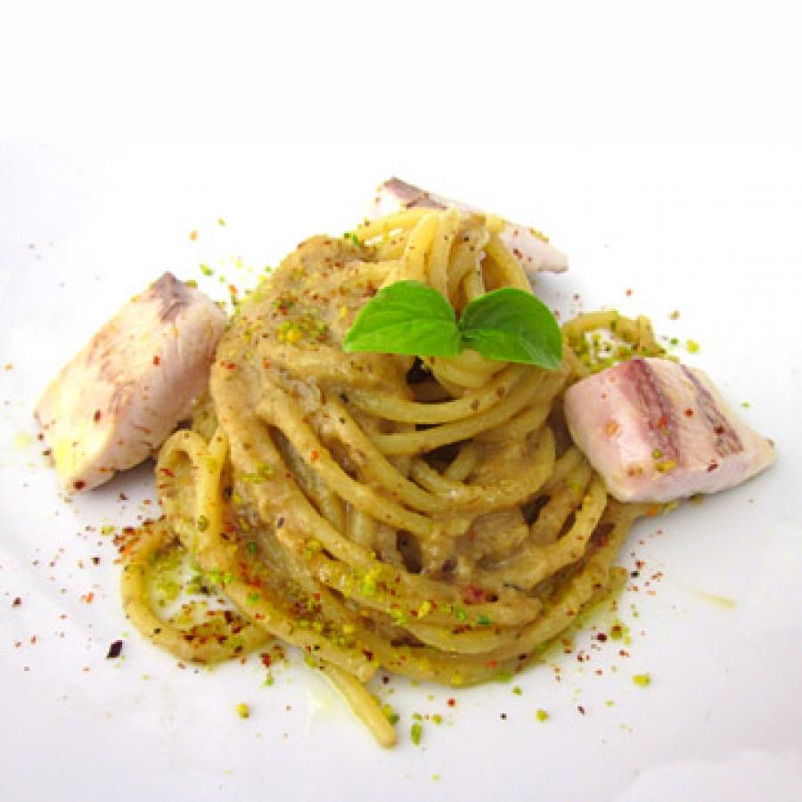 Spaghetti Di Gragnano Pesto Di Pistacchi Di Bronte E Gambero Rosso